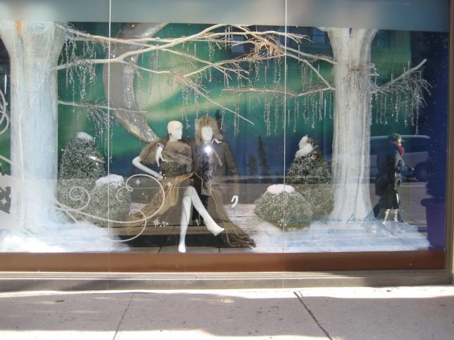 Window-Shopping-Holt-Renfrew-QC_4983