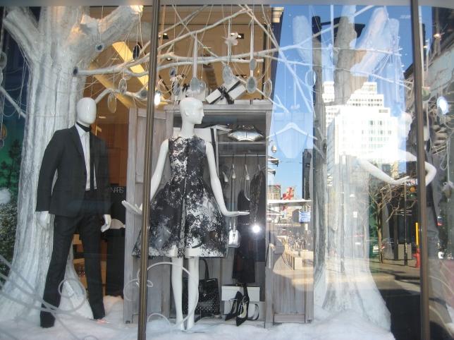 Window-Shopping-Holt-Renfrew-QC_4984