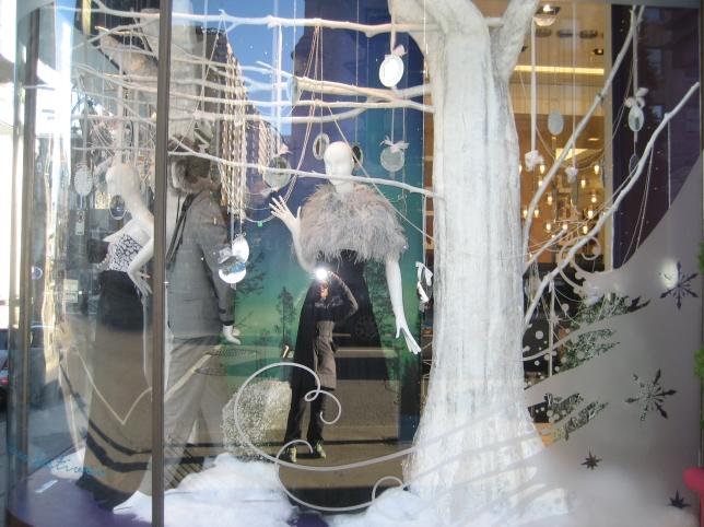 Window-Shopping-Holt-Renfrew-QC_4985