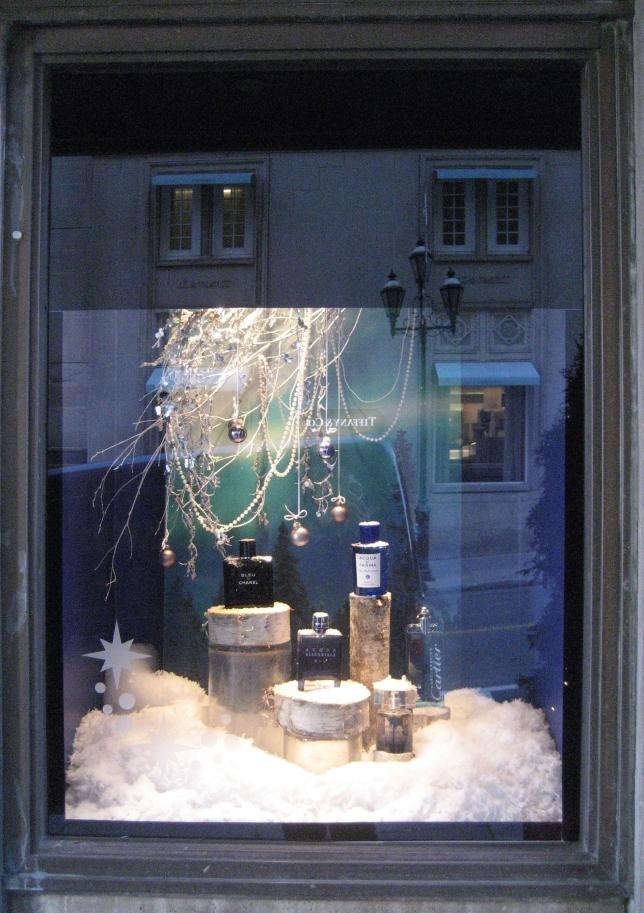 Window-Shopping-Holt-Renfrew-QC_4992